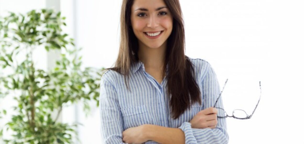 business-young-woman-looking-camera-office_1301-6547